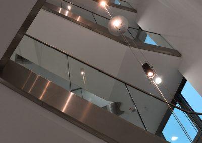 Montage von Q-Railing Geländern im Treppenhaus